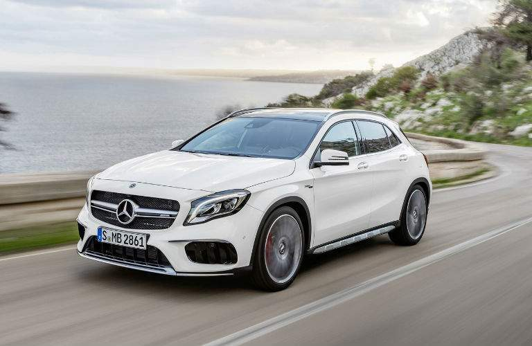 2018 Mercedes-Benz GLA white side view
