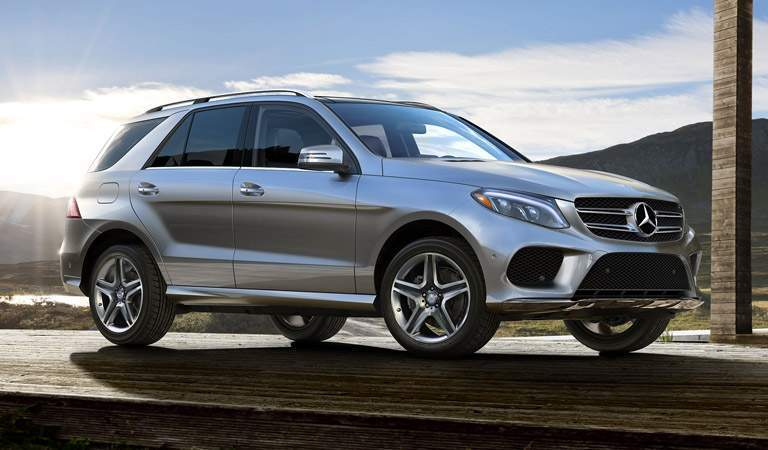 A right profile photo of the 2018 GLE 350 parked on the road.