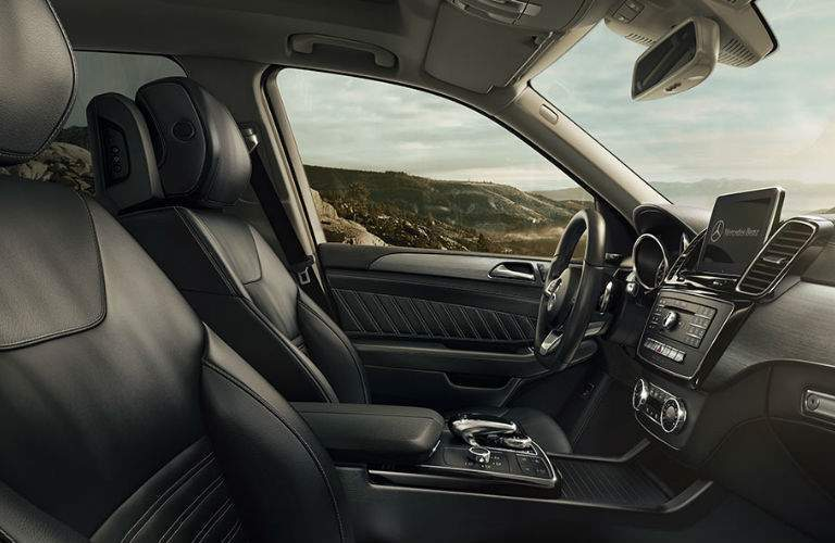 An interior photo showing the front seats in the 2018 Mercedes-Benz GLE 350 SUV.