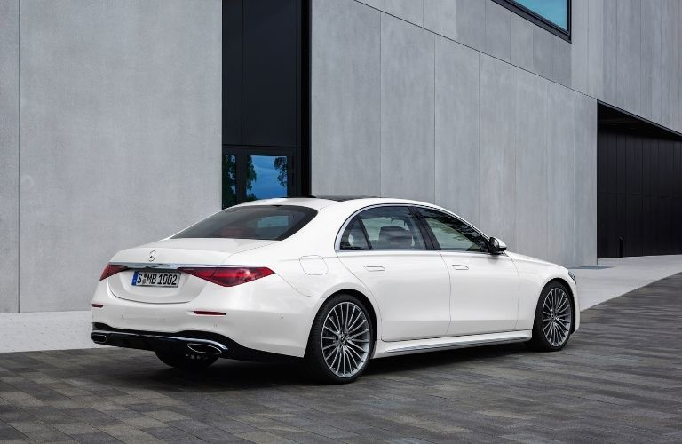 2021 MB S-Class exterior rear fascia passenger side in front of concrete building