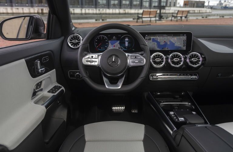 A photo of the driver's cockpit in the 2021 Mercedes-Benz GLA 250.
