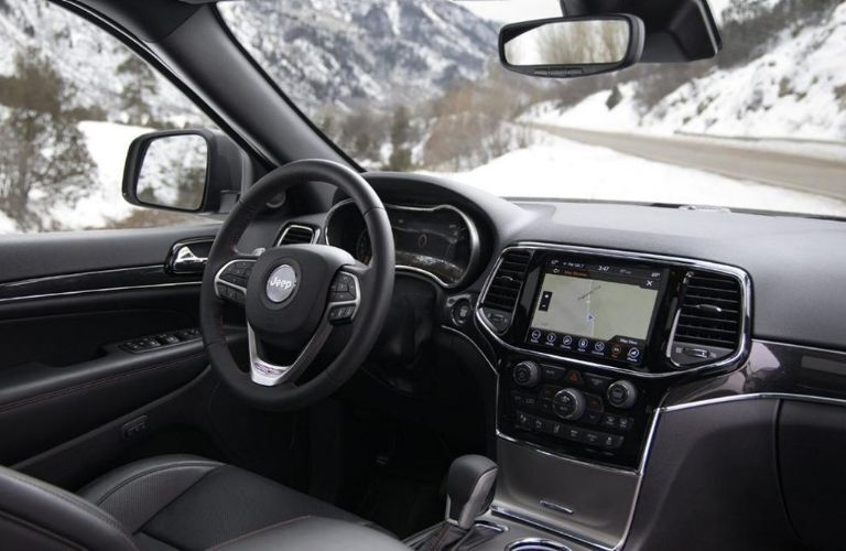 2020 Jeep Grand Cherokee interior dash and wheel