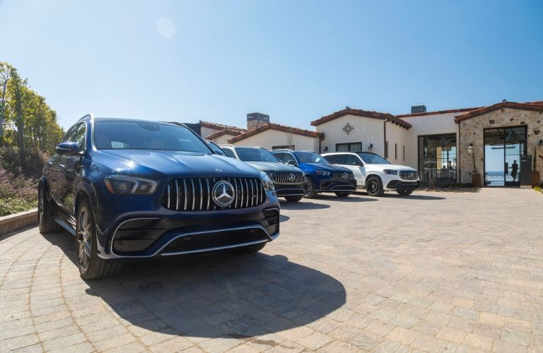 2021 MB GLE exteiror front fascia passenger side in long line of MB SUVs