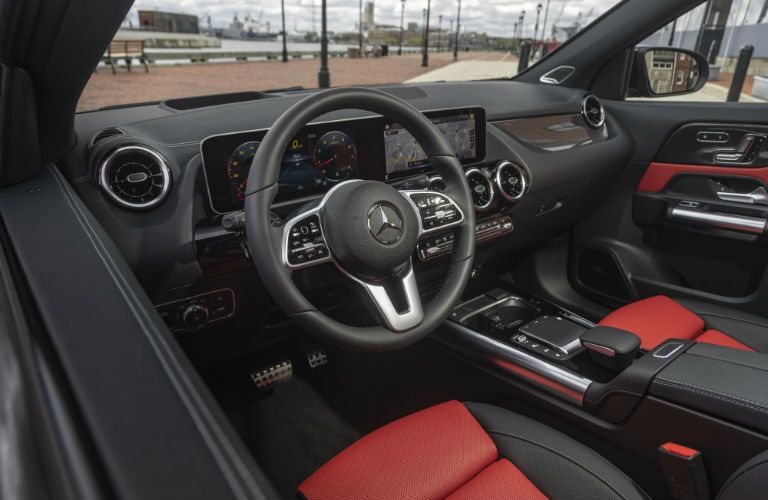 A photo the driver's cockpit in the 2021 Mercedes-Benz GLA 250 4MATIC®.