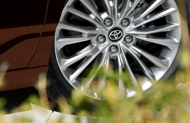 2021 Toyota Avalon Hybrid wheel closeup