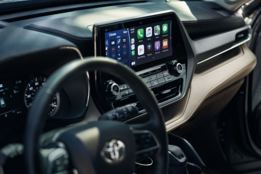 Interior front dash of the 2021 Toyota Highlander