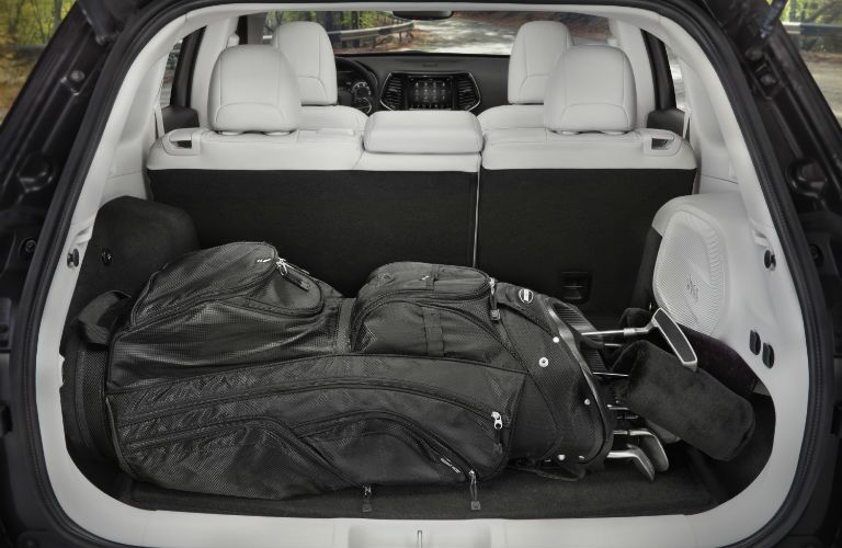 A photo of golf clubs in the back of the 2020 Jeep Compass.