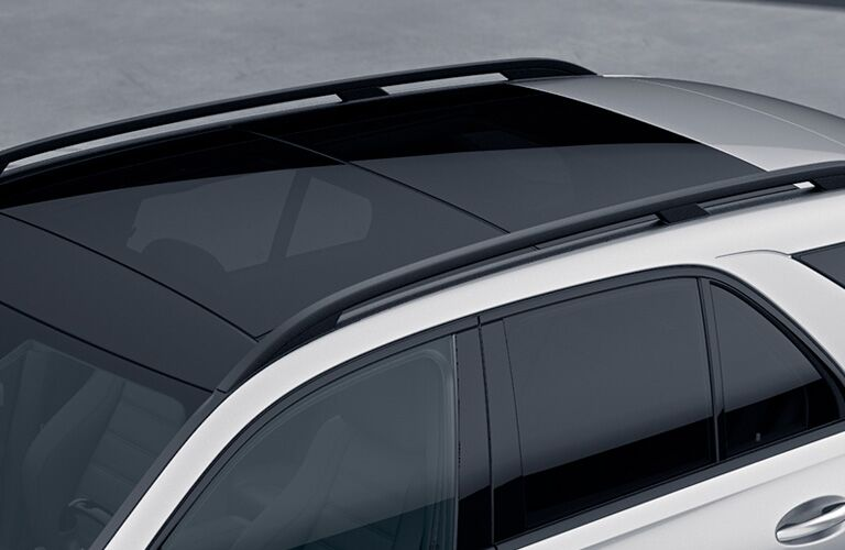 2021 MB AMG GLE exterior top view of panoramic roof