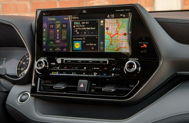 A photo of the touchscreen used in the 2021 Toyota Highlander.