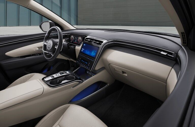 A photo of the dashboard in the front of the 2022 Hyundai Tucson.