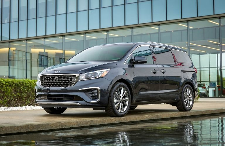 Exterior view of the front of a blue 2020 Kia Sedona