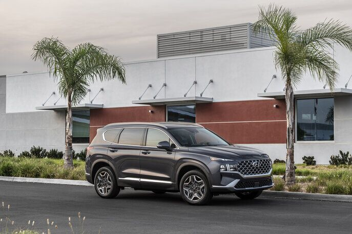 A photo of the side view of the 2021 Hyundai Santa Fe.
