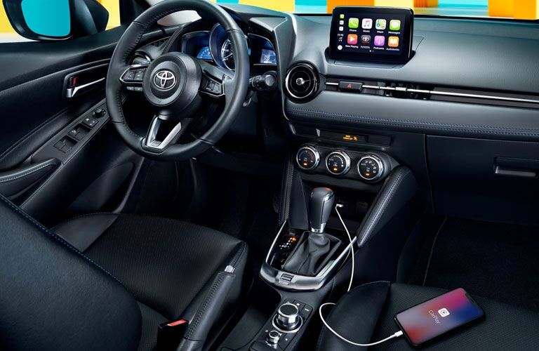 toyota yaris steering wheel, phone charging on seat