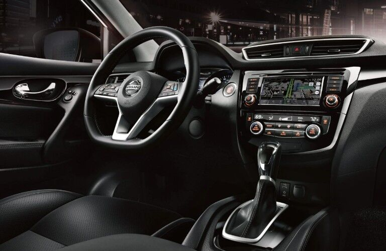 Steering wheel and front interior inside the 2019 Nissan Rogue Sport