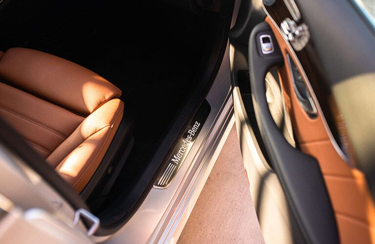 2020 MB C-Class interior close up of door handle