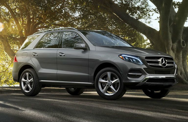 2018 Mercedes-Benz GLE driving on road