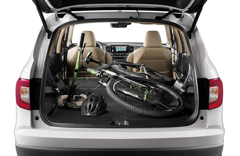 Hatch on the 2021 Honda Pilot open and a bike in the back