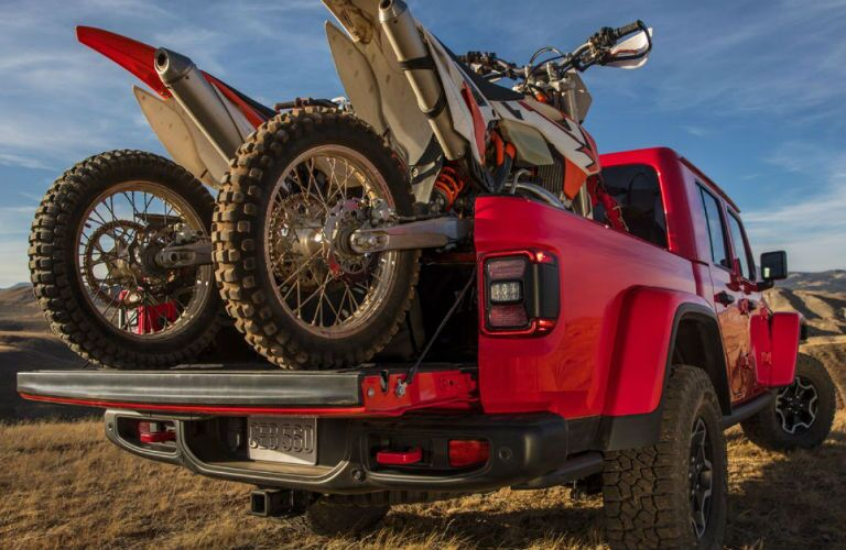 2020 Jeep Gladiator with two dirt bikes in rear bed