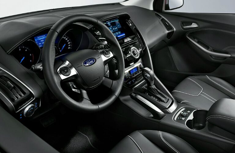 2014-ford-focus-interior-leather-vs-chevy-cruze