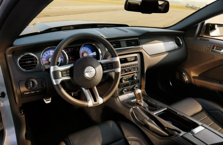 2014-ford-mustang-interior-kansas-city-mo