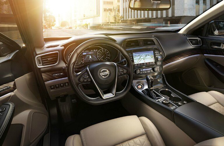 2017 Nissan Maxima performance and technology