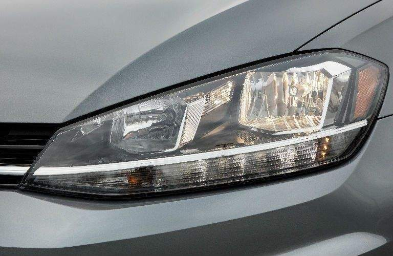 close up of the 2018 Volkswagen Golf SportWagen headlight