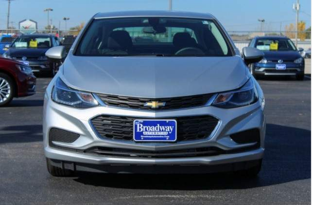view of the front of the chevrolet cruze LT
