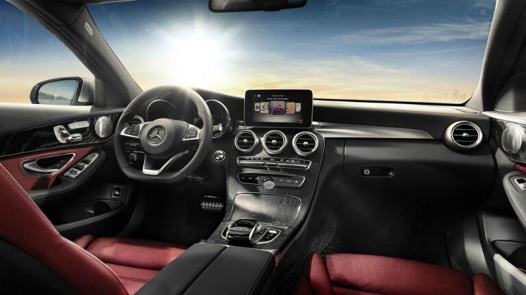 Mercedes-Benz C300 COMAND display