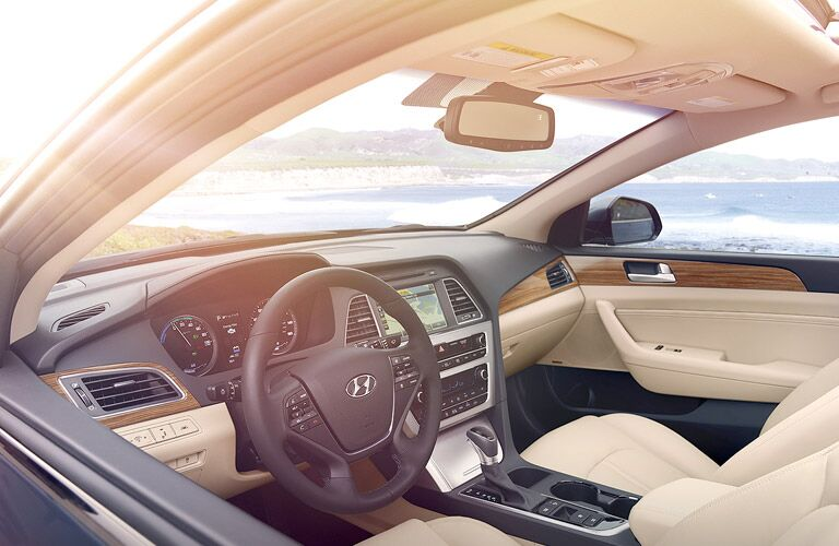 2017 hyundai sonata hybrid interior features