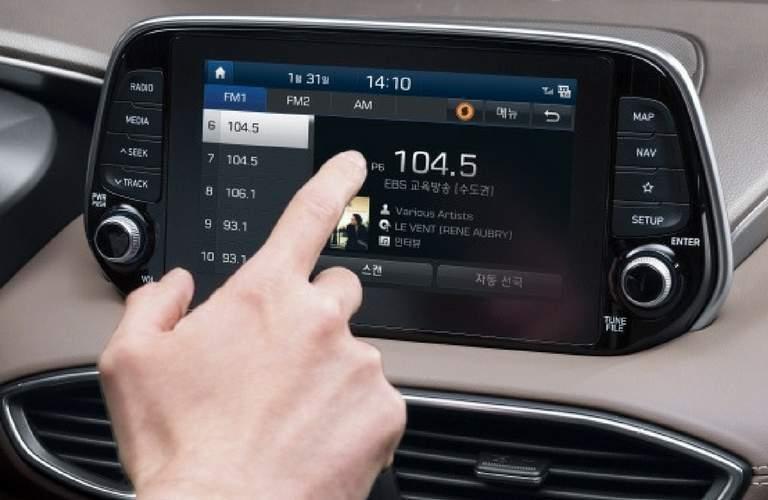 2019 hyundai santa fe touchscreen infotainment system