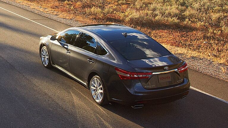 We are doing a comparison review test between the 2016 Toyota Avalon vs 2016 Kia Cadenza!