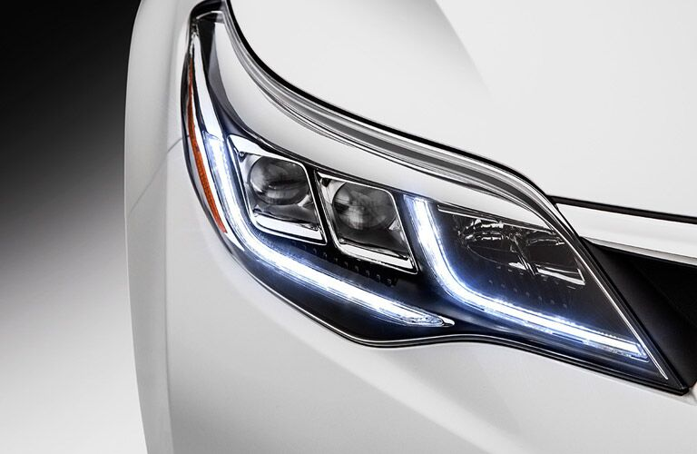 Headlights on the 2017 Toyota Avalon