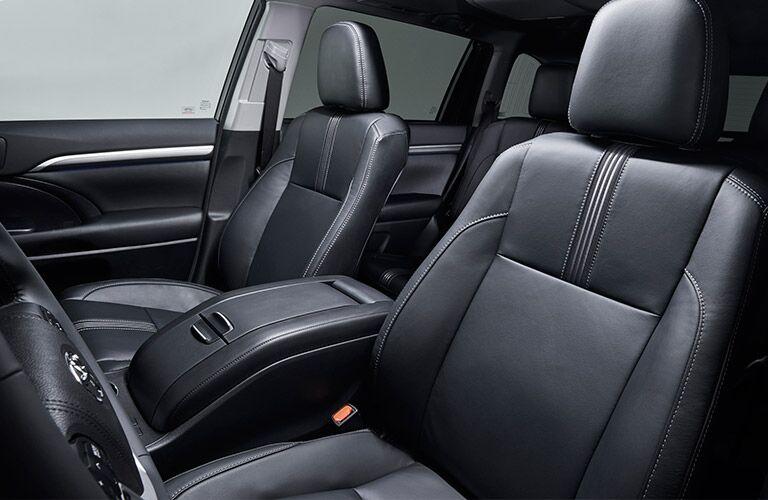 front passenger seating of toyota highlander