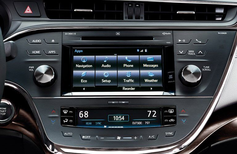infotainment system on the 2017 Toyota Avalon