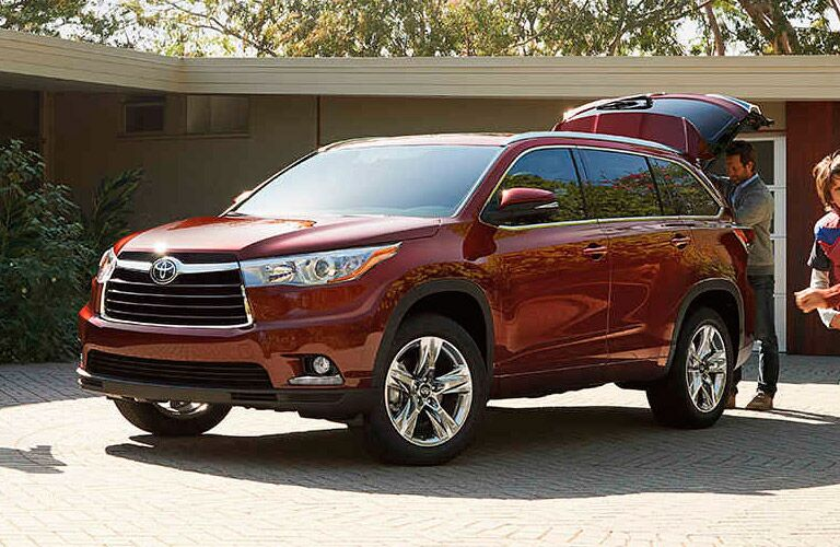 Driver side exterior view of a red 2016 Toyota Highlander