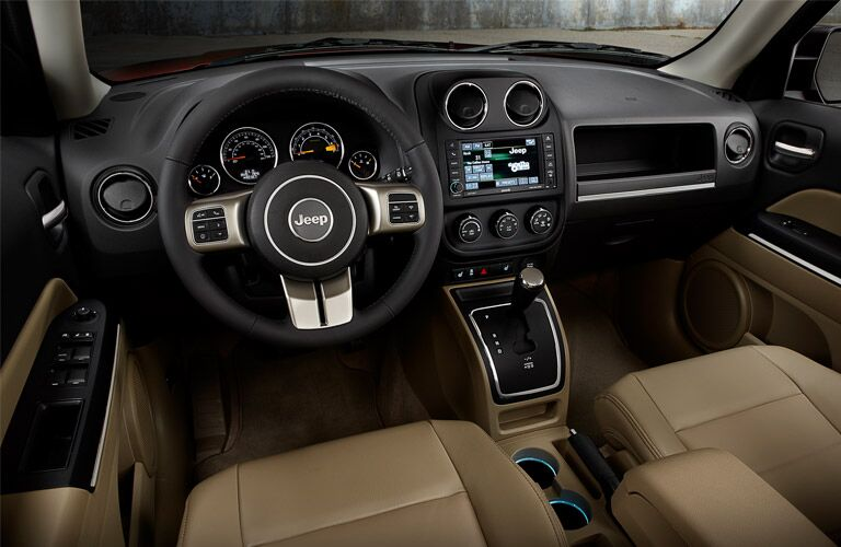 Front dash of 2017 Jeep Patriot