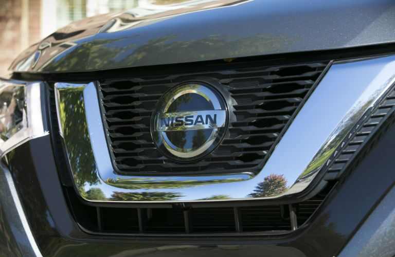A photo of the grille on the used Nissan Rogue.