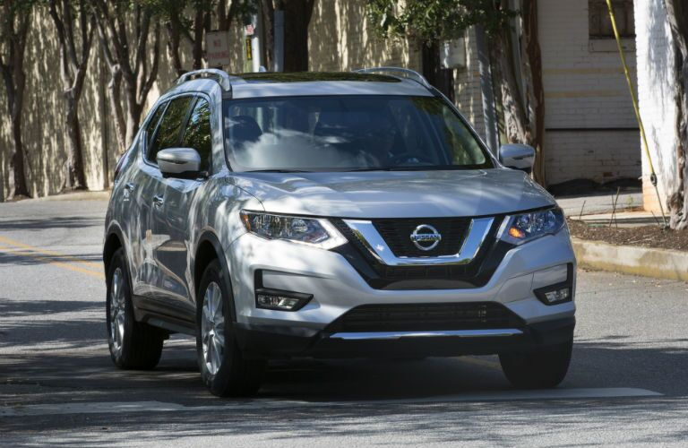 A front-end photo of the used Nissan Rogue.