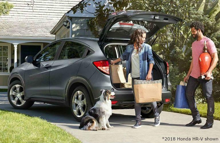 2018 honda hr-v family loading car with dog