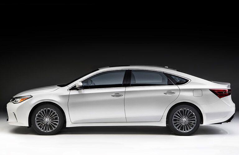 White 2016 Toyota Avalon Side Profile Exterior