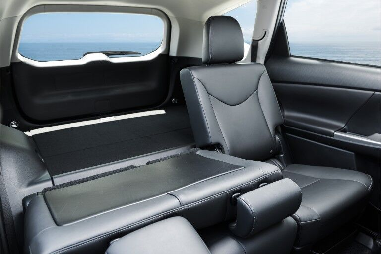 2018 Toyota Prius v Interior Cabin Rear Seats Split
