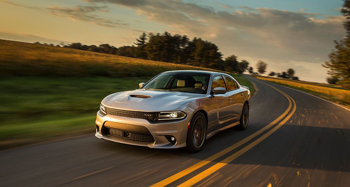 2016 dodge challenger vs 2016 dodge charger which one is for you. Black Bedroom Furniture Sets. Home Design Ideas