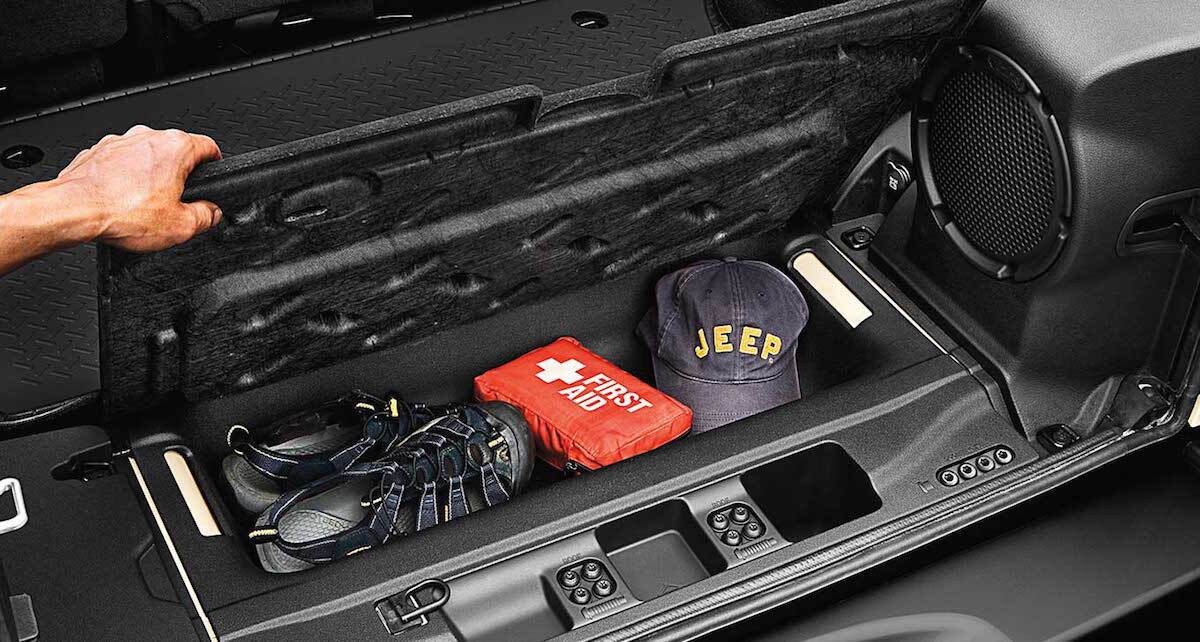 2016 jeep wrangler a versatile and comfortable interior. Black Bedroom Furniture Sets. Home Design Ideas