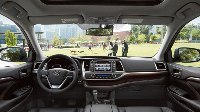 There are a ton of smart features in the 2015 Toyota Highlander San Jose CA.