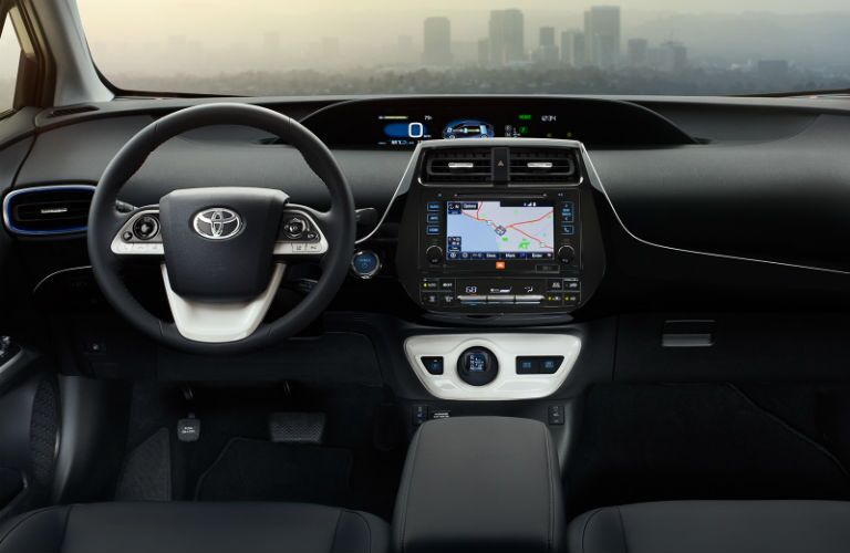 Does the 2017 Toyota Prius have navigation?