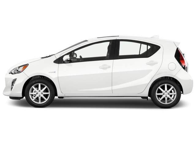 2016 Toyota Prius c Side View