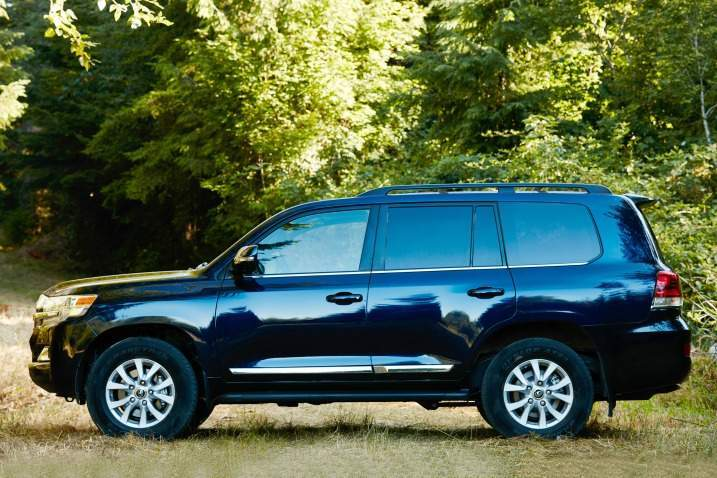 2017 Toyota Land Cruiser Side View