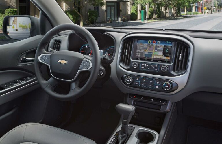 2017 Chevy Colorado dash steering wheel and infotainment system