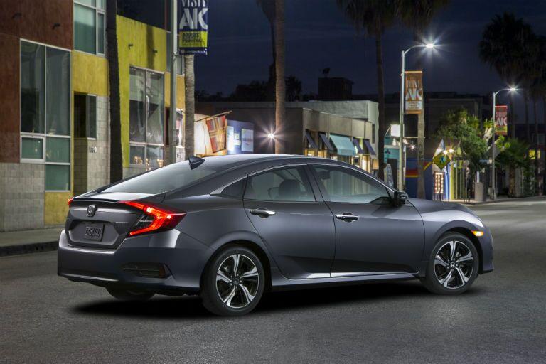 2016 Honda Civic vs 2016 Mazda3
