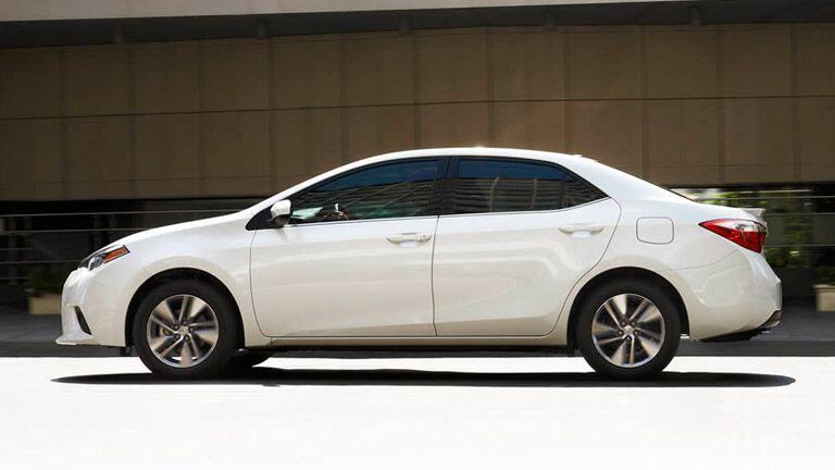 2015 toyota corolla white sedan chicago illinois